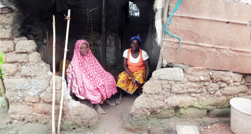 Anansi applicant and her grandmother in their home.